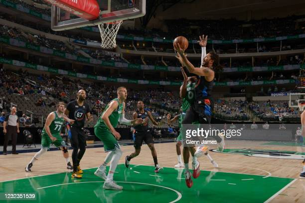 Derrick Rose of the New York Knicks drives to the basket during the game against the Dallas Mavericks on April 16, 2021 at the American Airlines...