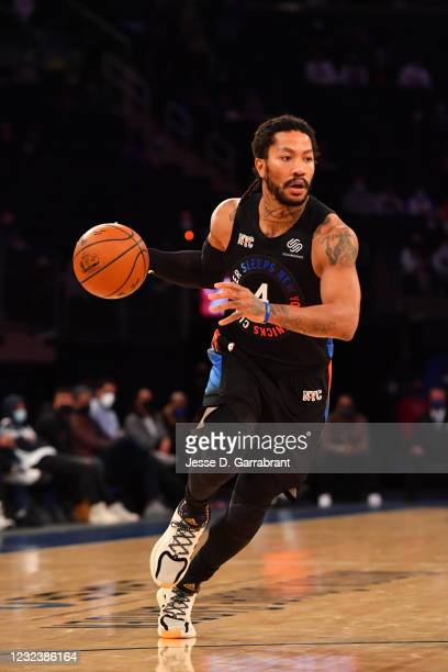 Derrick Rose of the New York Knicks handles the ball against the New Orleans Pelicans on April 18, 2021 at Madison Square Garden in New York City,...