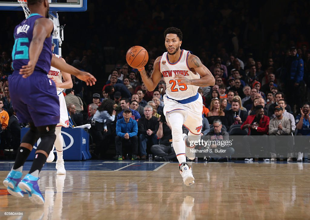 Derrick Rose #25 of the New York Knicks handles the ball against the Charlotte Hornets on November 25, 2016 at Madison Square Garden in New York City, New York.