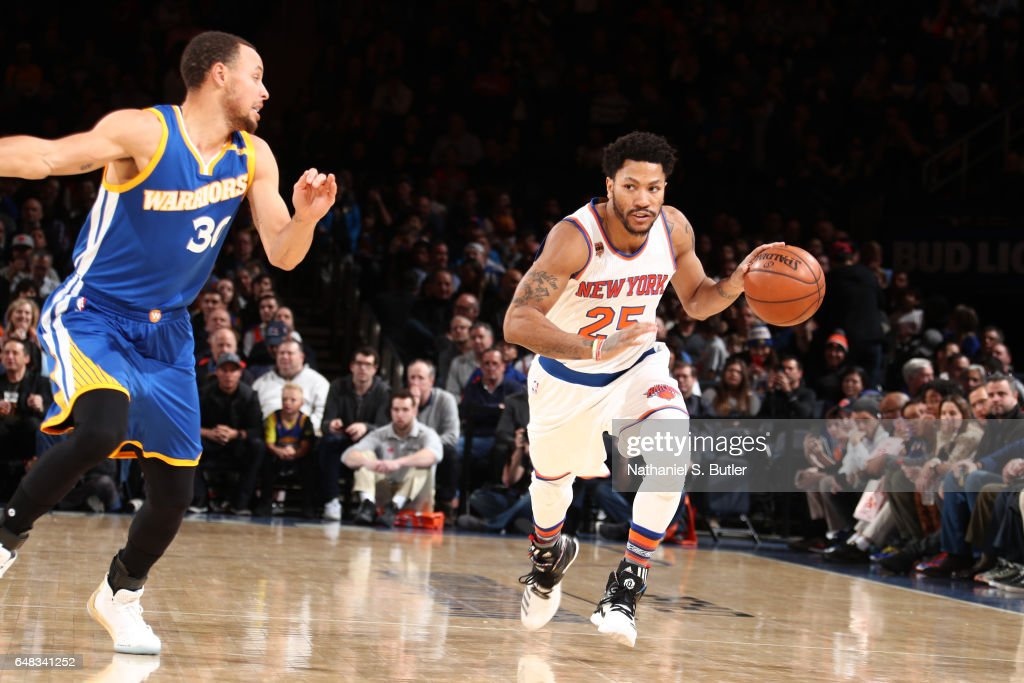 Derrick Rose #25 of the New York Knicks handles the ball against the Golden State Warriors on March 5, 2017 at Madison Square Garden in New York City, New York.