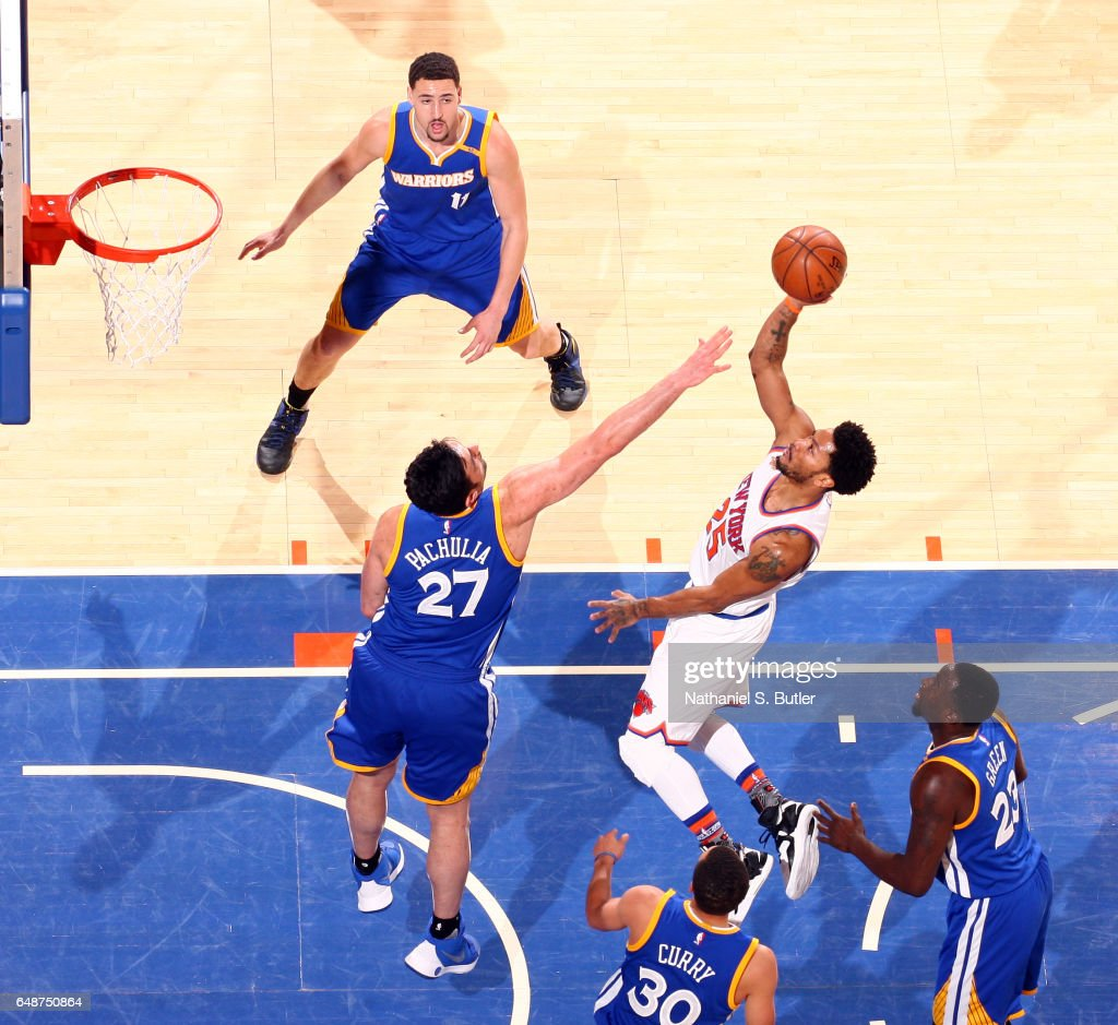 Derrick Rose #25 of the New York Knicks shoots the ball against the Golden State Warriors on March 5, 2017 at Madison Square Garden in New York City, New York.