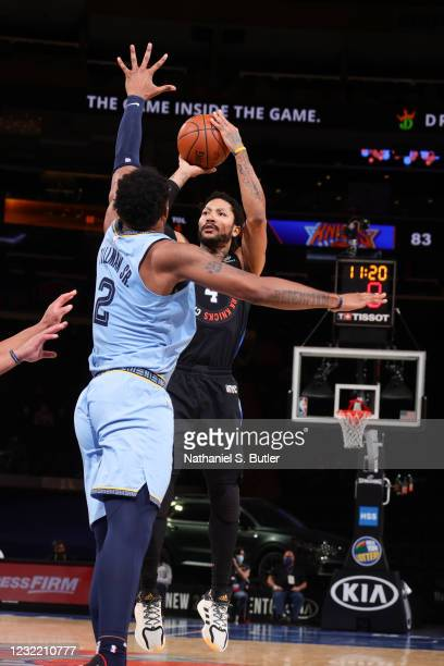 Derrick Rose of the New York Knicks shoots the ball during the game against the Memphis Grizzlies on April 9, 2021 at Madison Square Garden in New...