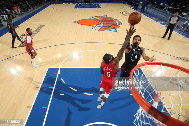 Derrick Rose of the New York Knicks shoots the ball during the game against the New Orleans Pelicans on April 18, 2021 at Madison Square Garden in...
