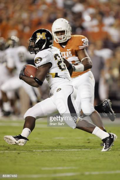 Derrick Washington of the Missouri Tigers carries the ball during the game against the Texas Longhorns on October 18 2008 at Darrell K RoyalTexas...