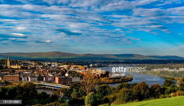 derry city, county derry, northern ireland - river foyle stock pictures, royalty-free photos & images