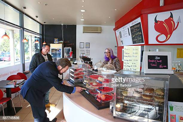 Derryn Hinch of Derryn Hinch's Justice Party orders a piece of cake in a bakery as he campaigns in Pakenham on June 3 2016 in Melbourne Australia The...