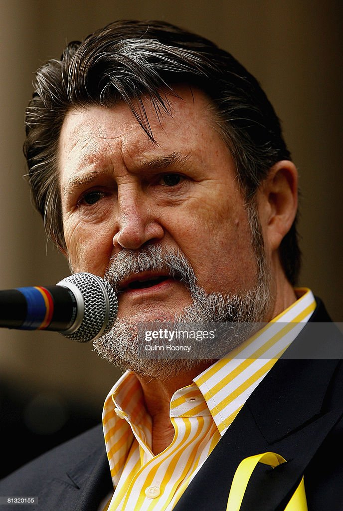 derryn-hinch-speaks-at-the-name-them-and