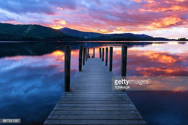 derwent water dock, lake district - derwent water - fotografias e filmes do acervo