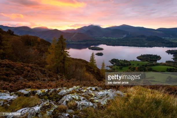 derwent water, sunset, cumbria, lake district, cumbria, england - derwent water - fotografias e filmes do acervo