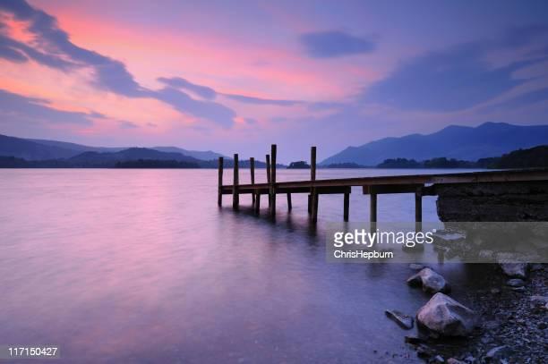 derwent water pôr-do-sol, lake district national park - derwent water - fotografias e filmes do acervo