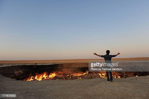 derweze gas crater - トルクメニスタン ストックフォトと画像