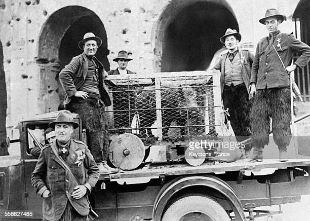 Des chasseurs montagnards ont promené un sanglier en cage dans les rues de la capitale italienne lors du Congrès des chasseurs italiens le 7 juin...