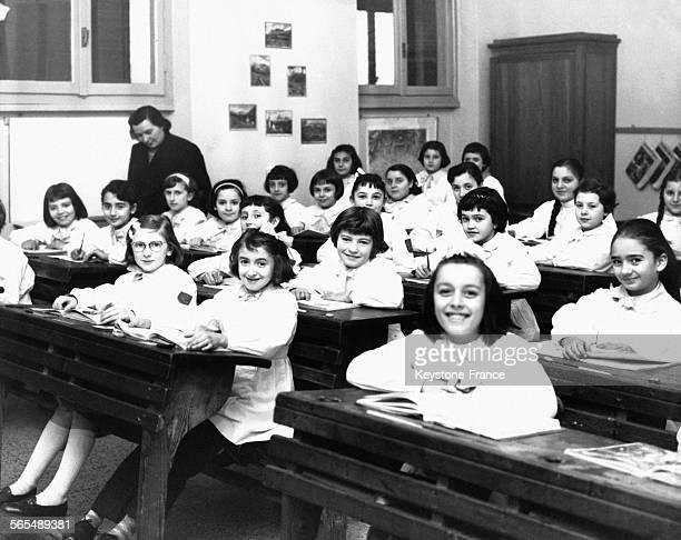 Des écolières d'une classe élémentaire le 21 janvier 1959 à Milan, Italie.