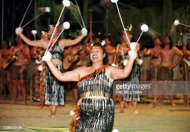 Des danseurs participent le 31 octobre 2000 à Nouméa au 8ème festival des arts du Pacifique qui se tient jusqu'au 3 novembre 2000 Dancers open 31...