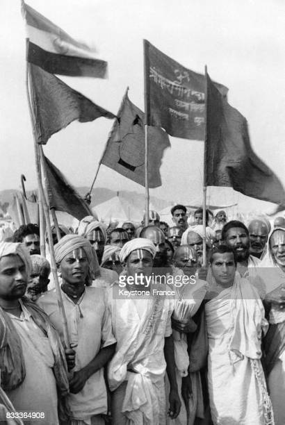 Des Hindous arrivent pour les festivités à Haridwar Inde en 1957