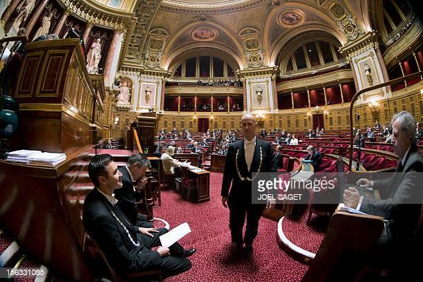 Des huissiers travaillent le 13 novembre au Sénat à Paris AFP PHOTO JOEL SAGET