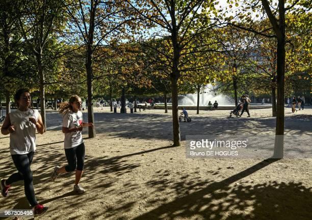 Des joggeuses dans le jardin du Palais Royal le 24 Septembre 2013 Paris France