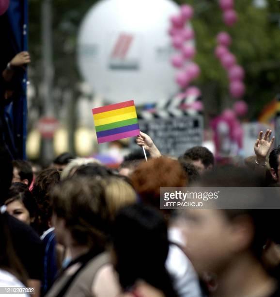 Des personnes défilent le 23 Juin 2007 dans le centreville de Lyon à l'occasion de la Marche des fiertés lesbiennes gay bi et trans aussi appelée Gay...