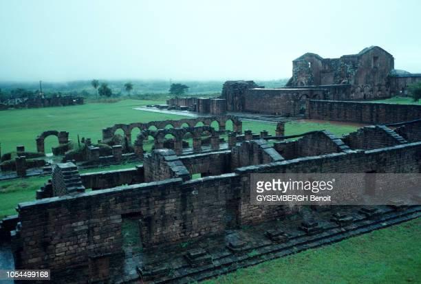 Des ruines d'une mission 'reduccion' de la compagnie de Jésus construite en 1712 par le prêtre Juan de Anaya témoignent du passage des prêtres...