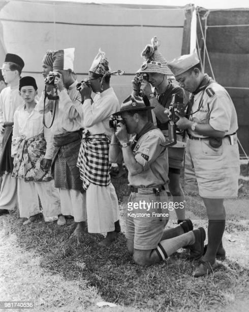 Des scouts malais sud africains groelandais et chinois au jamboree mondial célébrant le 50ème anniversaire du scoutisme à Sutton Park à Sutton...