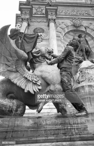 La Fontaine De Mars Stock Photos and Pictures | Getty Images