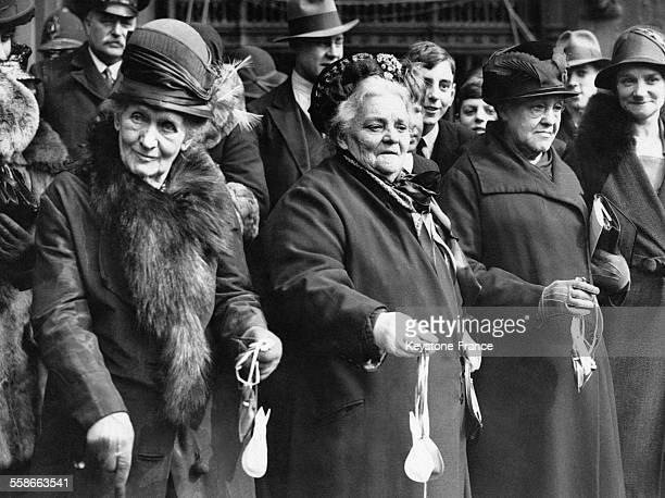 Des vieilles dames ont reçu l'argent du Roi lors de la cérémonie de 'Maundy Money' à Westminster Abbey à Londres RoyaumeUni