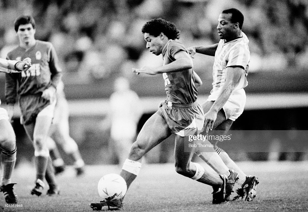 Des Walker of Nottingham Forest (centre) is challenged by Cyrille Regis of Coventry City during their Division One football match held at Highfield Road, Coventry on 8th November 1986. Coventry City beat Nottingham Forest 1-0. (Bob Thomas/Getty Images).
