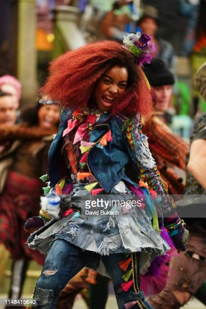DESCENDANTS 3 Descendants 3 Continuing the musicdriven story that has thrilled kids and tweens around the world Descendants 3 is directed by Emmy and...