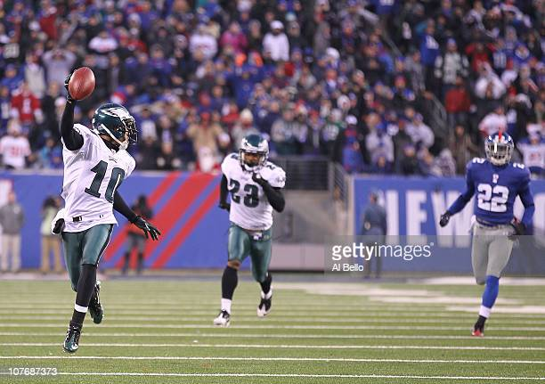 DeSean Jackson of the Philadelphia Eagles returns a punt for the winning touchdown as time runs out defeating the New York Giants 38-31 during their...