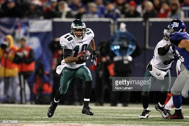 DeSean Jackson of the Philadelphia Eagles runs the ball against the New York Giants at Giants Stadium on December 13 2009 in East Rutherford New...