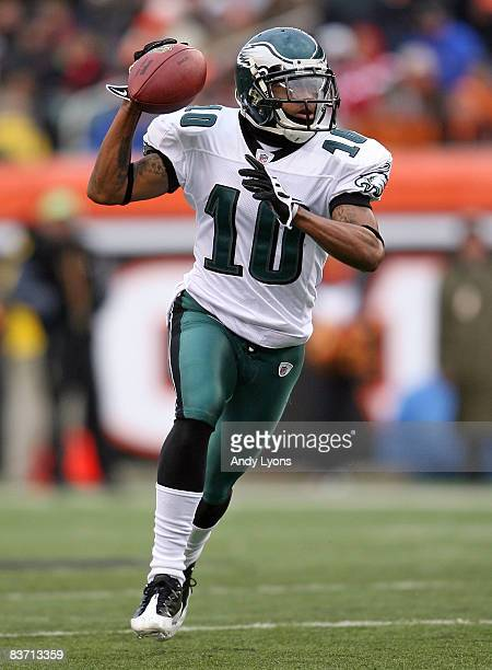 DeSean Jackson of the Philadelphia Eagles runs with the ball during the NFL game against the Cincinnati Bengals at Paul Brown Stadium on November 16...