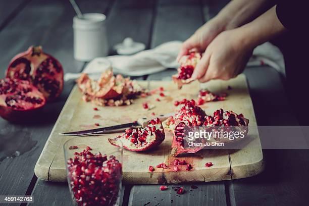 de-seeding pomegranates