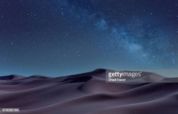 desert at night, sharjah, united arab emirates - night stockfoto's en -beelden