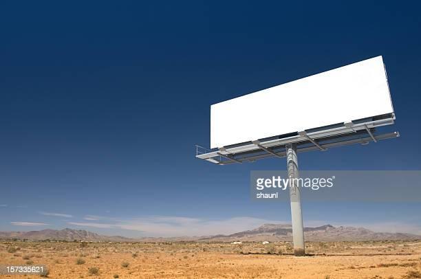 Panneau d'affichage dans le désert