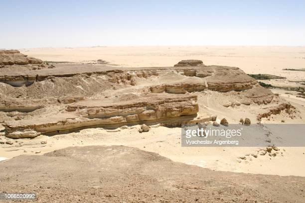 desert geology: sand plains, dunes, ridges, and depressions of libyan desert near siwa oasis, egypt - argenberg imagens e fotografias de stock
