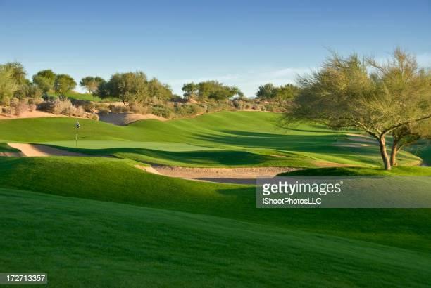 砂漠のゴルフの日の出