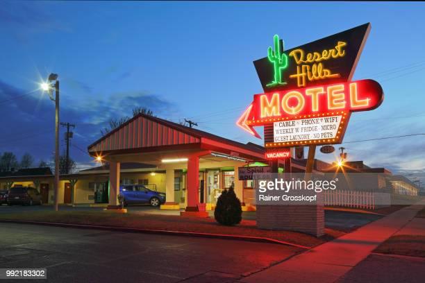 Desert Hills Motel an der Route 66, nachts