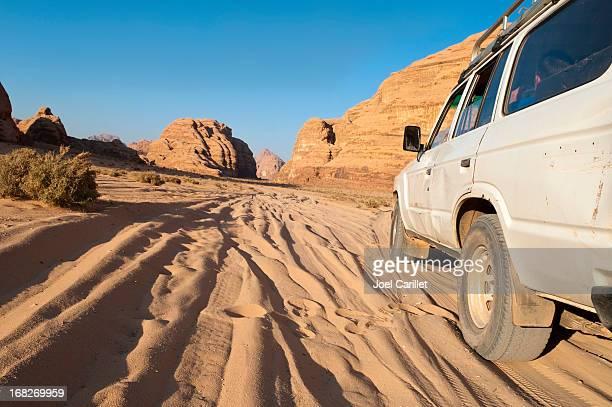 Desert Reise Fahrzeug im Wadi Rum, Jordanien