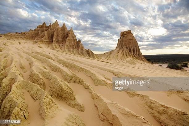 desert landscape, mungo national park - national landmark stock pictures, royalty-free photos & images