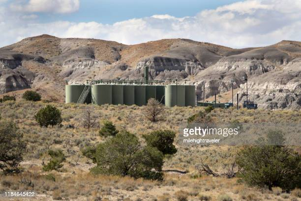 desert landscape oil natural gas storage tanks flares nageezi new mexico - milehightraveler stock pictures, royalty-free photos & images