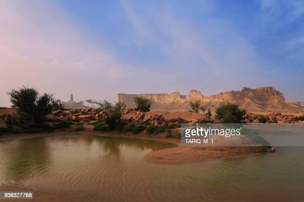desert landscape, tuwaiq mountains, riyadh, saudi arabia - arabie saoudite photos et images de collection