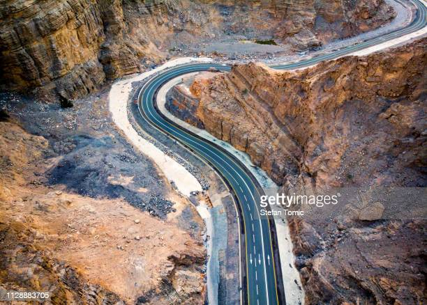 desert mountain road in the united arab emirates - ras al khaimah stock pictures, royalty-free photos & images
