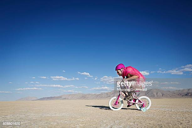 desert racing dreams - velo humour photos et images de collection