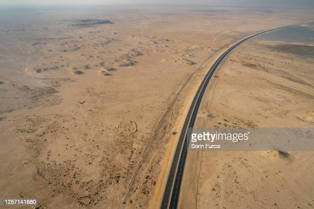 desert road - qatar stock pictures, royalty-free photos & images