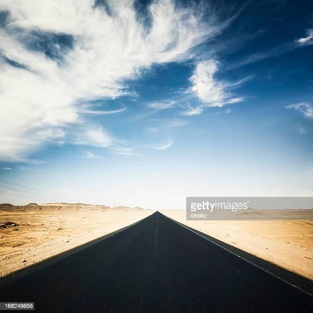 estrada no deserto - descrição geral - fotografias e filmes do acervo