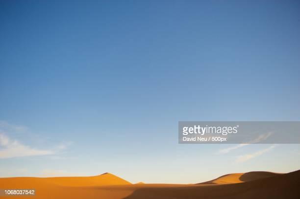 desert with clear sky - neu ストックフォトと画像