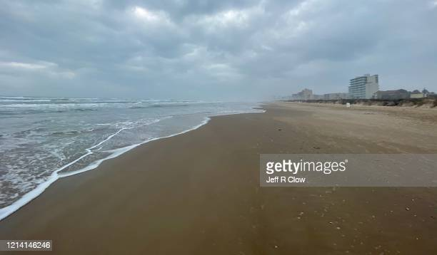 deserted beach on south padre island after coronavirus warning - south padre island stock pictures, royalty-free photos & images