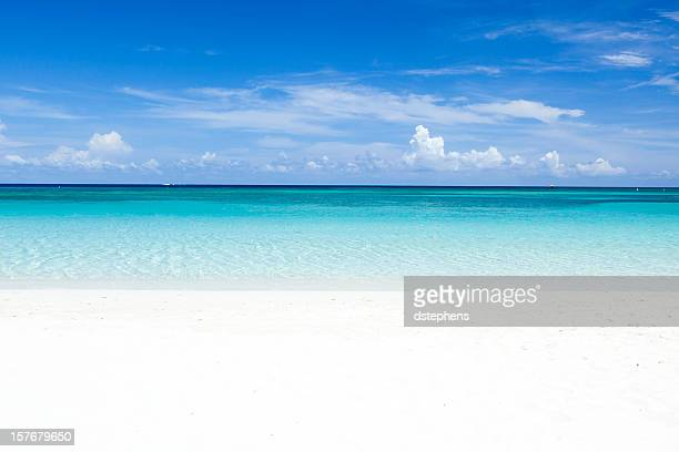 deserted caribbean beach - horizon over water stock pictures, royalty-free photos & images