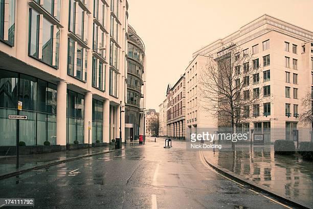 deserted london 04 - freie straße stock-fotos und bilder