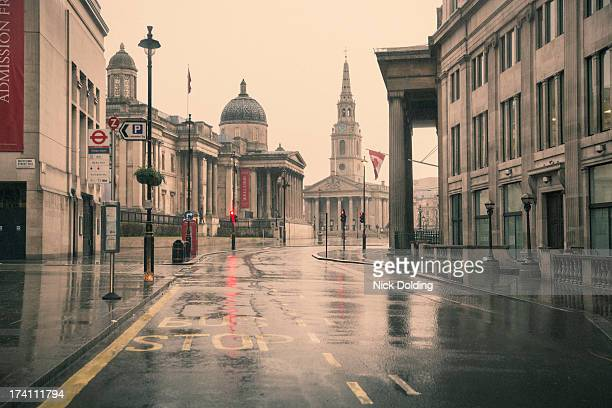 deserted london 06 - trafalgar square stock pictures, royalty-free photos & images